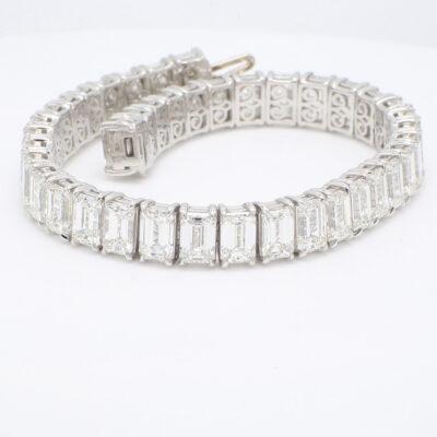 Tennis Bracelet in Platinum w/ White/VS+ Emerald diamonds D29.12ct.t.w.