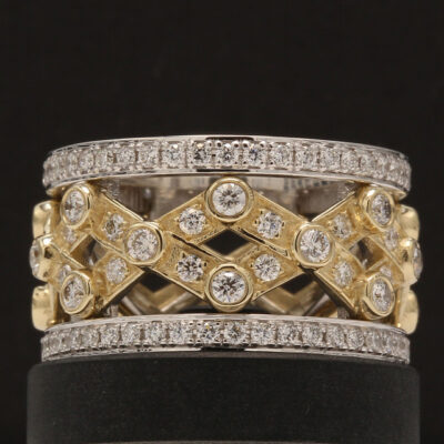Band in two-tone w/ Round diamonds D2.36ct.t.w.