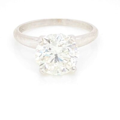 2.58 ctw. Round Brilliant Cut Diamond Framed in a 14 kt White Gold Solitaire Setting